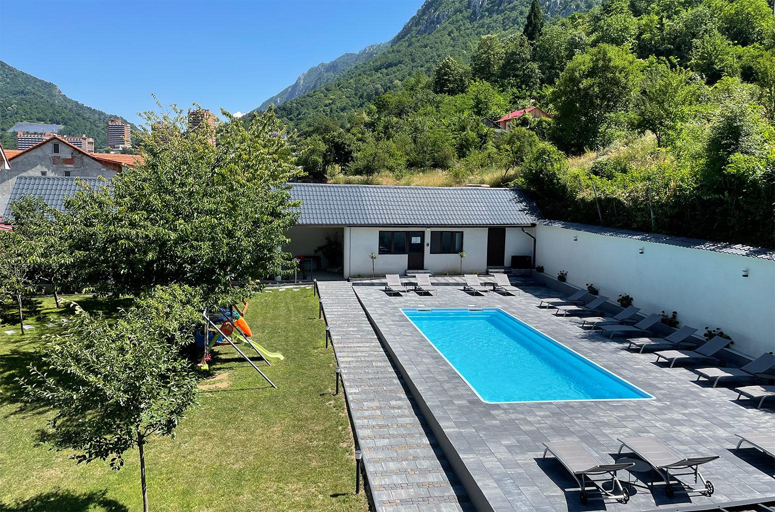 Pensiunea Platinum Baile Herculane exterior piscina curte